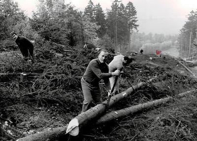 1977 – rozšiřování sjezdovky. Foto: Archiv lyžařského oddílu